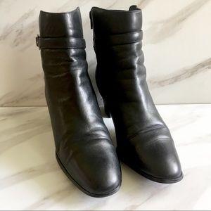 KAREN SCOTT Black Heeled Zip Up Boots